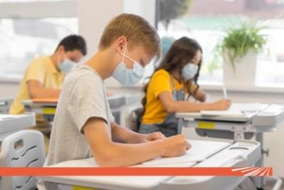 Îl duc pe cel mic la școală, dar care sunt regulile care îl pot ține departe de SARS CoV 2?